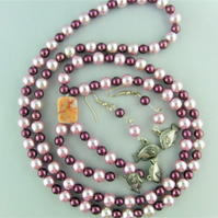 Pink and Burgundy Pearl Jewellery Set Comprising a Long Necklace and Earrings