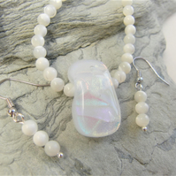 2 Piece Jewellery Set Made With White Cats Eye Beads & An Opalescent Centrepiece