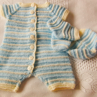 Short Sleeved All in One Baby's Romper Suit With A Hat and Socks, Baby's Outfit