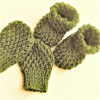 Knitted Baby Boots and Mittens Set, Baby Shower Gift, New Baby Gift