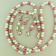 Pink and Cream Pearl Jewellery Set Comprising a Long Necklace and Earrings