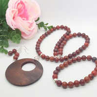 Mahogany Jasper Beaded 3 Piece Jewellery Set with Wooden Disc Pendant