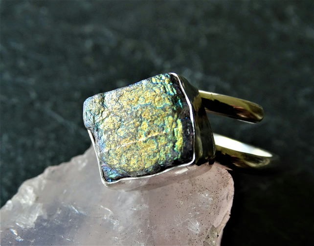 Rough labradorite nugget isolde ring