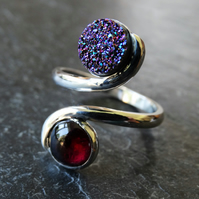 Tristan ring. Druzy and garnet. Sterling silver, adjustable ring