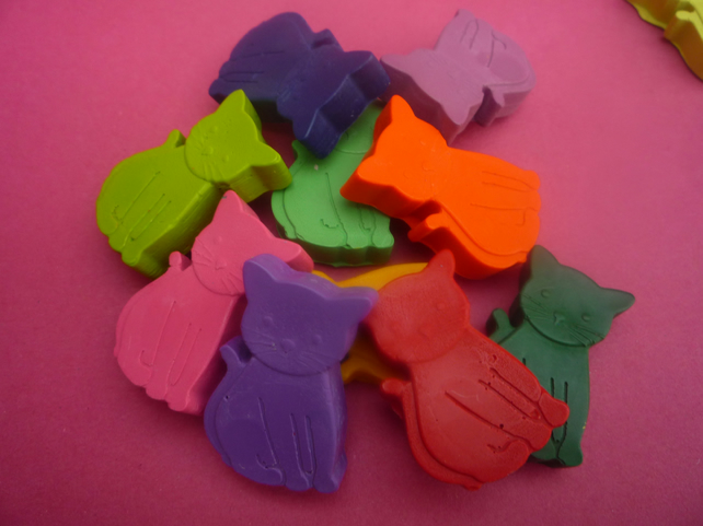 handmade novelty kitten shaped wax crayons x 8