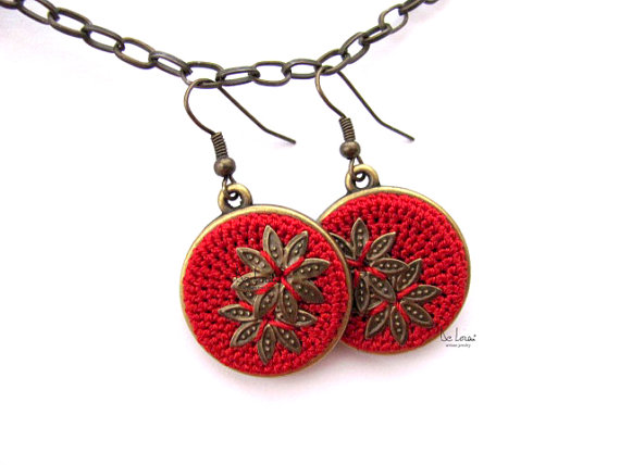 Red flower round earrings. Bohemian crochet jewellery.