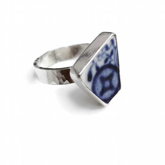 Upcycled Willow Border Pottery Shard Sterling Silver Ring - Size Q - R