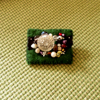 Smart and pretty dark green eclectic brooch