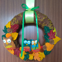 Sleepy owl wreath