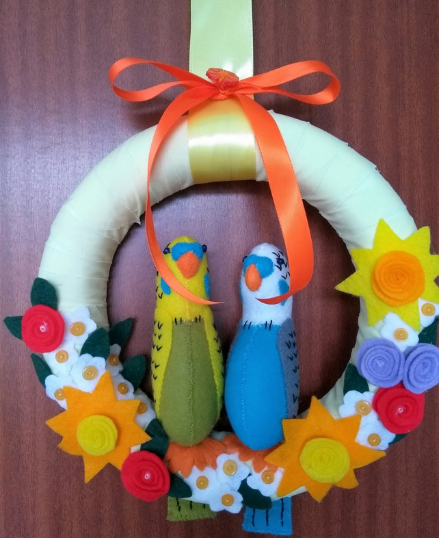 Chirpy budgerigar decorative wreath.