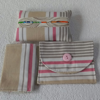 Button fastening coin or card bag set in striped fabric