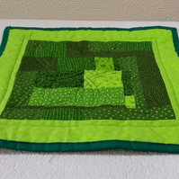 Patchwork quilted place mat or pot stand