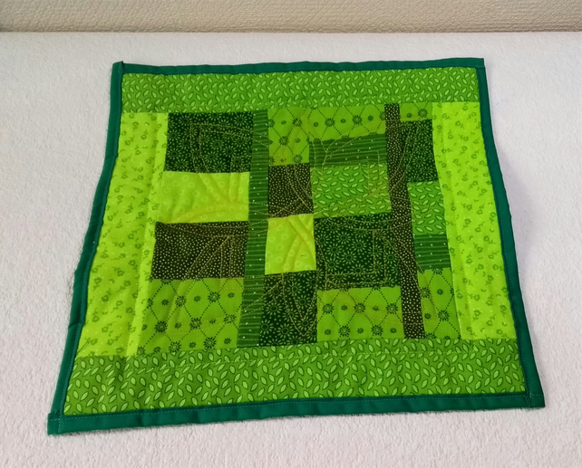 Quilted patchwork place mat or pot stand
