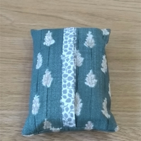 Pocket tissue cover in leaf print