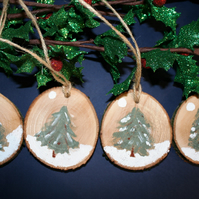 4 x Wooden Tree Slice Christmas Decorations  6.5 cm - Christmas Trees
