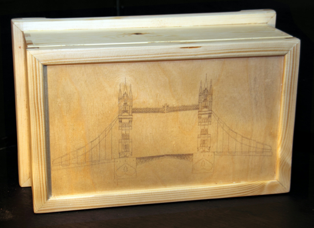 Jewellery box with Tower Bridge line image burnt into the lid