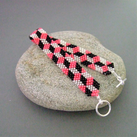 Pink and black chequered seed bead bracelet