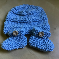 New Born Baby Beanie Hat and Booties gift set.