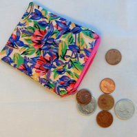 Small (but perfectly formed!) Zippered Pouch - Vintage Flower Fabric