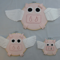 Three Flying Pigs - Felt