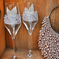 Wedding champagne glasses. Toasting flutes for wedding