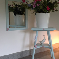 Xmas is coming - Vintage Shabby Chic Side Table and Matching Mirror