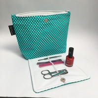Makeup bag with brush organizer - green