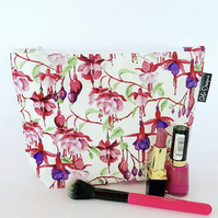 Makeup bag- white fuchsia