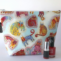 Makeup bag, colourful cats