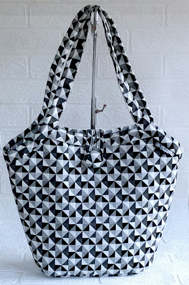 Bucket bag, shoulder bag, tote bag monochrome