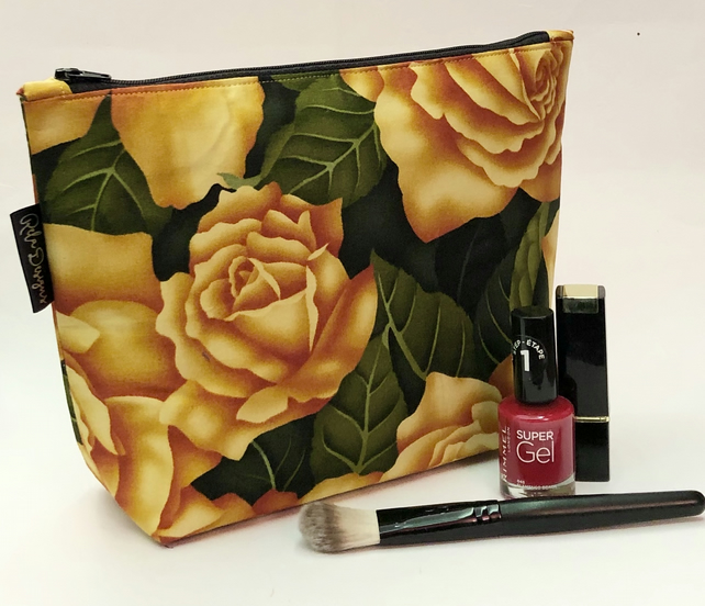Makeup bag gold roses