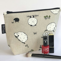 Makeup bag, sheep