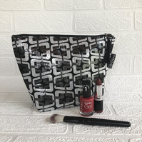 Large makeup bag, black and silver