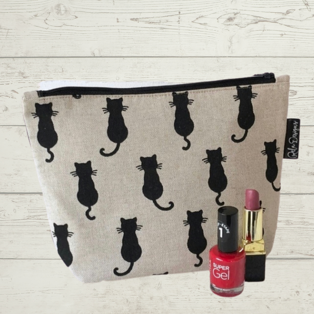 Black cats make up bag