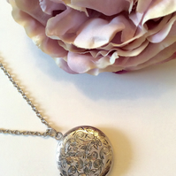 Silver Vintage inspired Photo locket pendant Chain Necklace