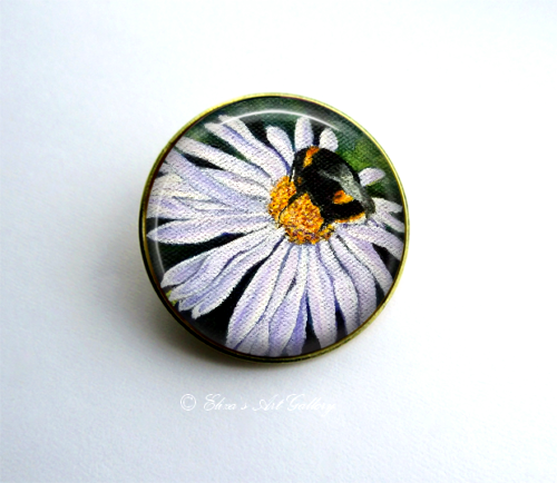Gold Tone Bee on Flower Art Brooch