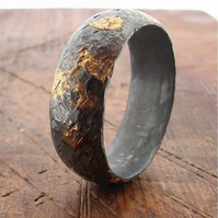 Black silver and gold hammered design wide wedding ring