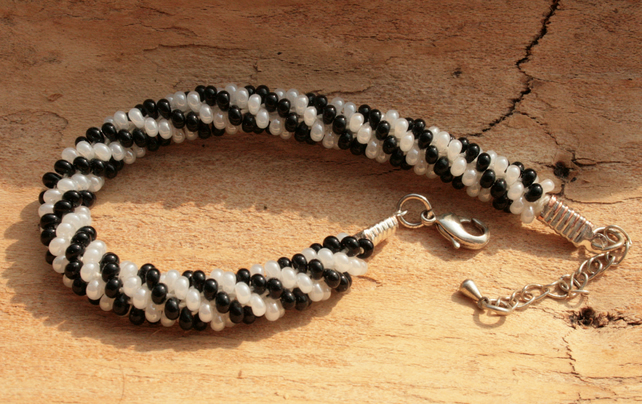 Beaded Kumihimo Bracelet 'Black and White