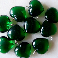 10 glass heart pendants, 15mm green