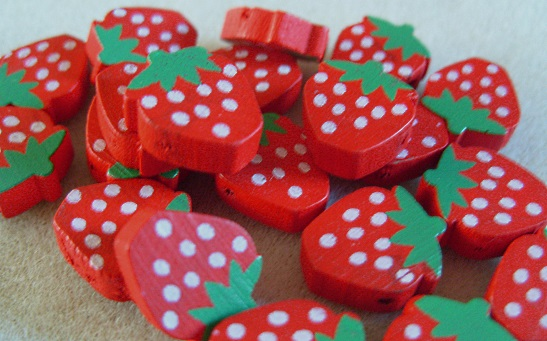20 wooden strawberry beads, red