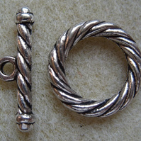 Chunky rope pattern toggle clasp, silver plated