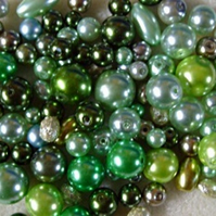 100g mixed glass pearls, green