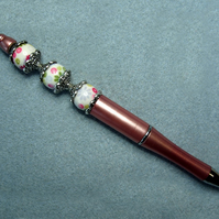 Beaded pen, pink, flower patterned beads