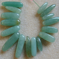 16 aventurine dog-tooth gemstone beads