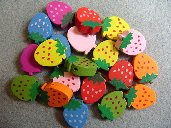 20 wooden strawberry beads, mixed colours