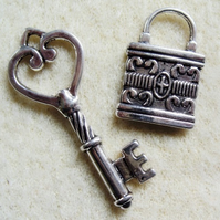 Padlock and key charm set