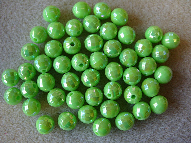50, faceted acrylic beads, 8mm, green