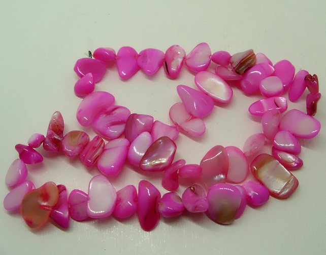 "SALE Mother of Pearl shell beads, 15"" strand, dyed pink"