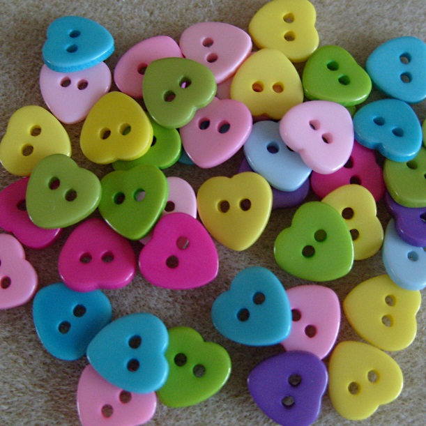 40 heart buttons, 11mm, mixed colours