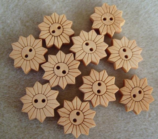 10 wooden flower craft buttons,18mm